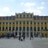 『電車に乗って一路シェーンブルン宮殿へ』の画像