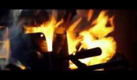 【ゲームPV】  海外の鍛冶屋が本気で、ダークソウル2の剣と鎧を作ってみた。  海外の反応