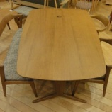 『【2012年9月2日まで飛騨の家具・先行予約会】日進木工のgeppoシリーズの変形2本脚ダイニングテーブル・NFT-785』の画像