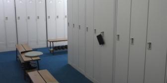いつも自分のロッカーの上に置いていた上靴が無くて探したら、壁の脇に寄せてあり置いていた場所に新人の上靴が乗せてあった。倍返ししといた