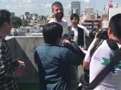 【 動画 】バルセロナのピケ、やらかす!ビルの屋上から民家へボールを蹴っ飛ばす・・・