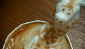 【食品】    日本人 が作る コーヒーラテアートには 高さがある!?  日本人バリスタによる 3Dラテアートの写真一覧。   海外の反応