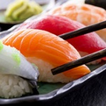 寿司に醤油、どうやってつける? 「ひっくり返してネタにつける」64.7% 「シャリにつける」13.6% 「ネタをいったん外す」8.2%