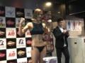 【画像】気の強そうな女子格闘家さん、軽量でエチエチな水着姿を披露