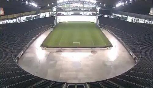 札幌ドームが野球場からサッカー場に「変形」する映像が素晴らしいと海外感動