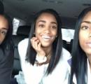 【画像】3人の美女の中でお母さんは誰でしょう? 女子高生の娘2人とその母親を収めた写真にネットユーザーが混乱