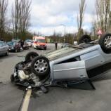 『6台の車を巻き込む暴走車の決定的瞬間』の画像