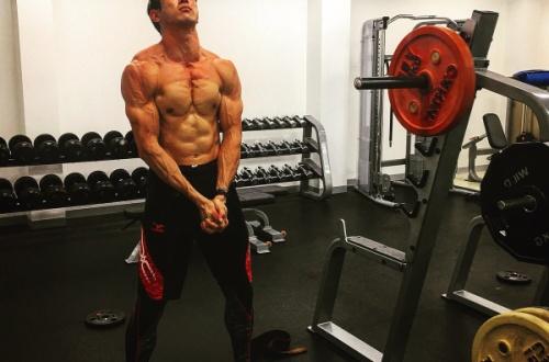十種競技右代の筋肉wwwwwのサムネイル画像
