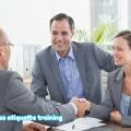 ビジネスマナーの中心的な役割は、人と人との間で相互に敬意を示すことです!