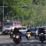『路面区間を行くレールバス その2』の画像