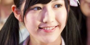 """前田敦子の離婚の裏で… """"こじはる""""は日焼け止め発売、""""まゆゆ""""は引退から1年、「神7」の現在地"""