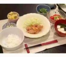 『ここで新婚真野恵里菜さんの晩御飯の食卓をご覧下さい』の画像