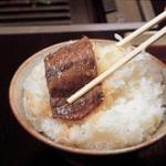 日本人「おかずを口に放り込んだ瞬間、、、(眼カッ!)今やっ!ご飯ハムッハムッ!!」外国人「・・・」