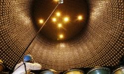 【ニュートリノ観測施設】 スーパーカミオカンデの水ぜんぶ抜いた 12年ぶり公開