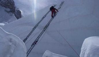 【過酷】世界最高峰エベレストに登るなら知っておきたい16の真実