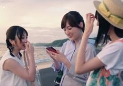 楽しそうw与田祐希&山下美月&遠藤さくら、夏の海でポケモンと記念撮影wwwww