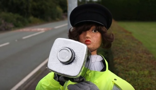 イギリス人女性が考えた格安でスピード違反を減らした方法(海外の反応)