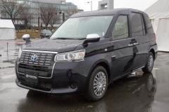 トヨタ、ミニバン型タクシーを公開!