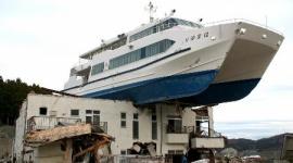 大槌町「津波で民宿の上に乗った観光船を復元したいから寄付ヨロ^^」