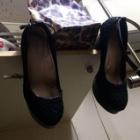 『オフィスでの靴隠し』の画像