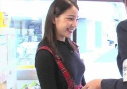 吉川友ちゃんの胸がデカすぎてセーターがはち切れそうだと話題に!