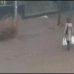 【画像】女さん、洪水なのに無理してしまう