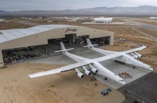 【悲報】世界最大の航空機、何かがおかしいwwwwwwwwwwwwwwwwwwwwwのサムネイル画像