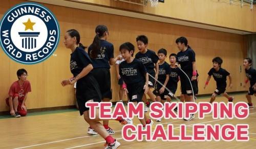 あの日本人小学生の高速縄跳びギネス記録が再び更新 60秒で230回!(海外の反応)
