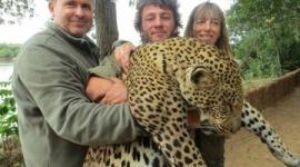 【フランス】狩猟旅行の記念写真がネット拡散、スーパーのオーナー店長が失職