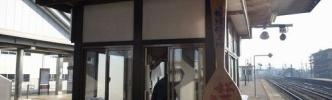 60年の歴史に幕、駅のホームで釜飯弁当を売り続けた男性(75)が引退