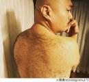【画像】クロちゃんの背中wwwwwwwwwwwwwww