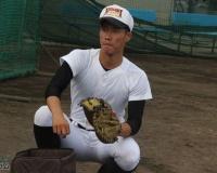 今年の超強肩捕手・二俣翔一(磐田東)のスローイングはまさに「投手」。目指すは走れる強肩強打の捕手