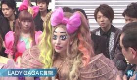【テレビ】   Mステという 日本の音楽番組に出た レディガガを きゃりーぱみゅぱみゅが 睨んでるわけだが。  海外の反応
