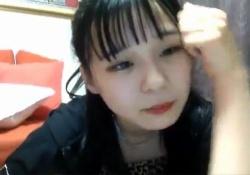 【悲報】HKT村川緋杏(18)が生放送の配信を切り忘れてヤバい映像が流れてしまうwww