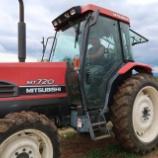 『トラクターと畑』の画像