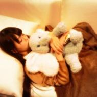 【画像】フレッシュレモンこと市川美織の楽屋で寝ている姿が天使すぎると話題にwwwwwwwwwwwwwww アイドルファンマスター