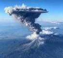 【インドネシア】スマトラ島で噴火、死者なし……噴煙は上空4200メートルに達する