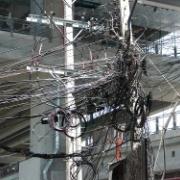この電柱の配線ヤバ過ぎワロタwwww