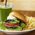 """ランチ時にはいつも行列ができる""""the 3rd Burger""""の人気の秘密ってナンだ?"""
