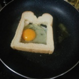 『フライパンで卵トーストつくるよー』の画像