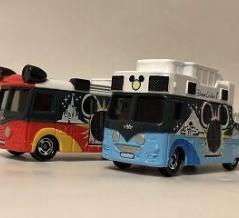 ディズニーの「ドサ回りバス」通常品が2台揃って