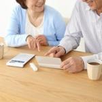 金融庁「現役は2000万は貯金がないと老後の生活が厳しいです。」