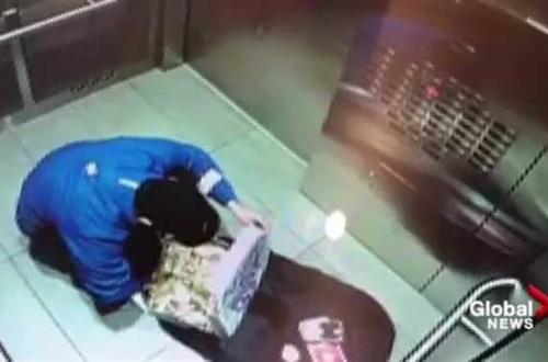 カナダのドミノピザ配達員、配送前にピザを食べてしまうのサムネイル画像