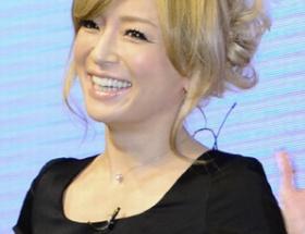 浜崎あゆみ、台湾の旅客機墜落事故に追悼ツイート