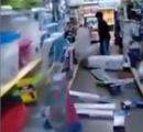 【動画】 10歳位の少年が100円ショップで大暴れ。商品を片っ端から床にぶちまける