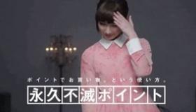 【日本のCM】 これは 恋に落ちてしまう!! 22歳日本人女性による 頭で 瓦割りをするCM。   海外の反応