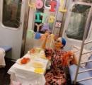 地下鉄の列車内で勝手にパーティーした女性に批判殺到 女性「周りの客も楽しんでた」と反論