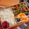 地味うま!ご飯が進む「卵とひじきの袋煮」と「小松菜のツナマヨ炒め」の2品弁当