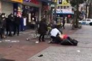 【動画】日本人、マツキヨ前で取っ組み合いの喧嘩。やはりマスクが原因とのこと