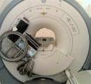 MRIの吸着事故写真に医療関係者が騒然 強力な磁力でくっついた車椅子